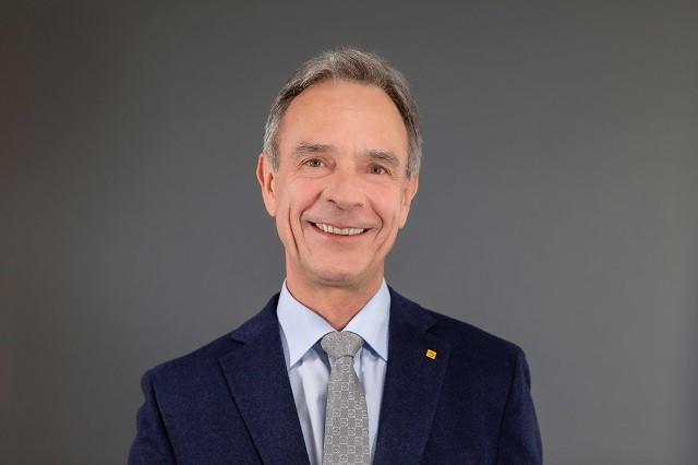 Hans Auracher ist Vizepräsident des Zentralverbands der Deutschen Elektro- und Informationstechnischen Handwerke (ZVEH) und zuständig für das Ressort Kommunikation & Berufsbildung.